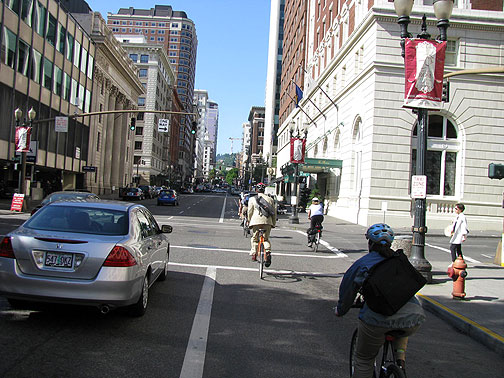Bikes-commute-in-downtown_2506